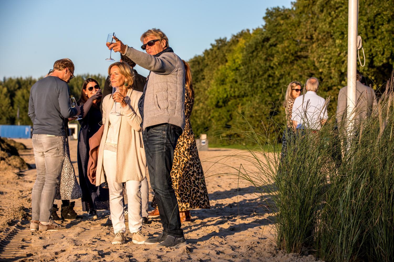 8. Mosseldiner 2019_borrelen in het zand