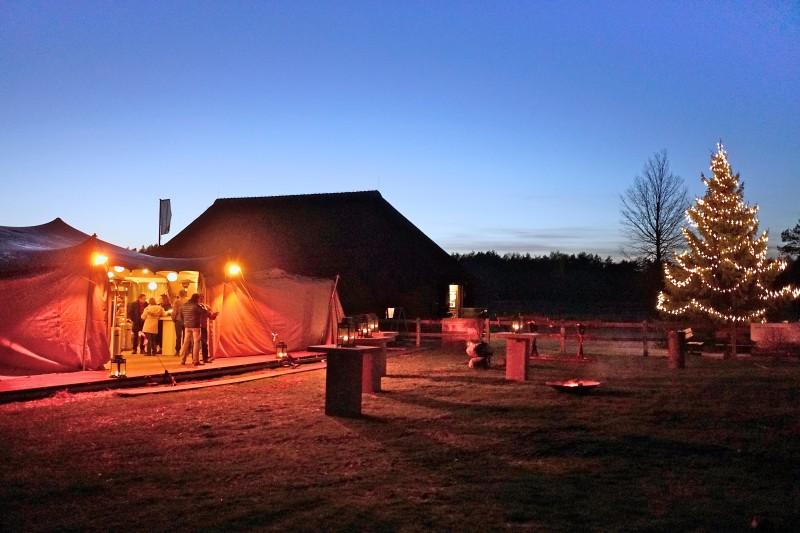 2. Tent, schaapskooi en kerstboom