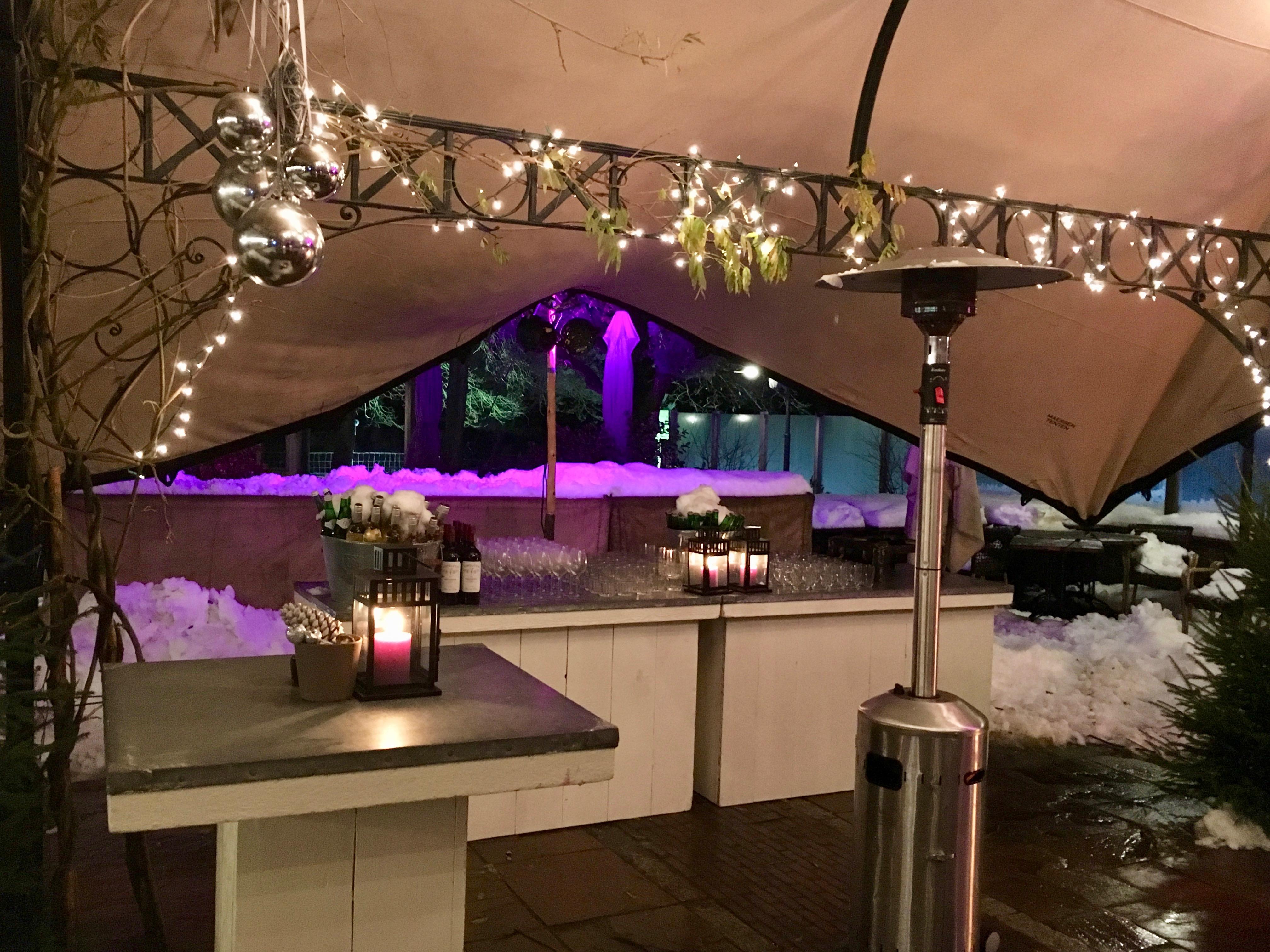 1. bar in tent in de sneeuw