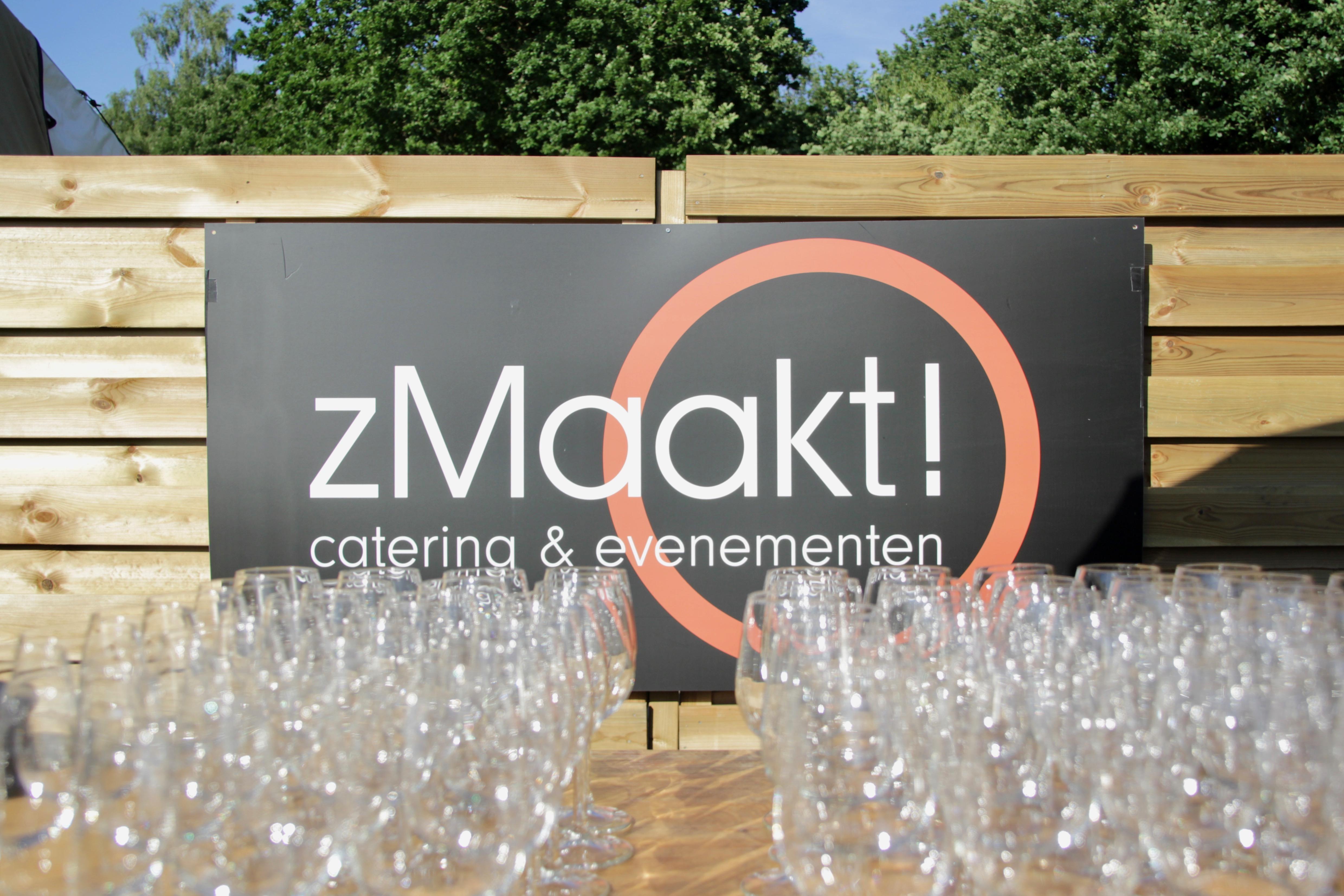 7. bord zmaakt met glazen